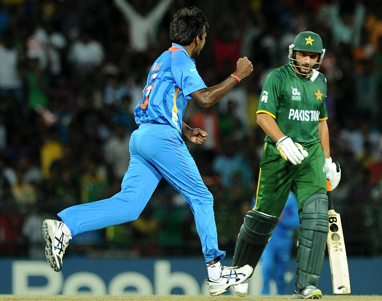 Indian cricketer Lakshmipathy Balaji (L) celebrates after he dismissed Pakistan batsman Shahid Afridi (R) during the ICC Twenty20 Cricket World Cup's Super Eight match between India and Pakistan at The R. Premadasa International Cricket Stadium in Colombo on September 30, 2012. AFP PHOTO / Ishara S.KODIKARA
