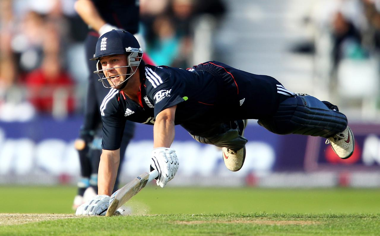 LEEDS, ENGLAND - SEPTEMBER 12:  Jonathan Trott of England dives in vain as he is run out by Shoaib Akhtar of Pakistan during the 2nd NatWest One Day International between England and Pakistan at Headingley Carnegie on September 12, 2010 in Leeds, England.  (Photo by Julian Finney/Getty Images)