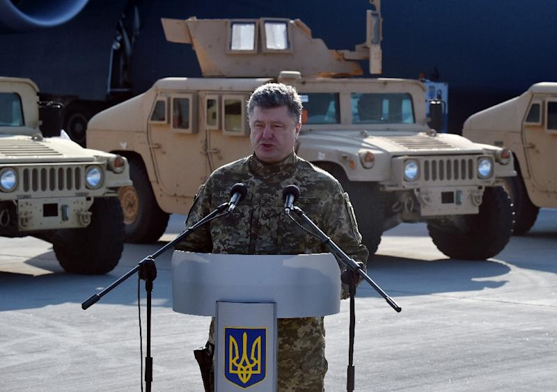 Ukrainian President Petro Poroshenko speaks at Kiev airport on March 25, 2015 (AFP Photo/Sergei Supinsky)