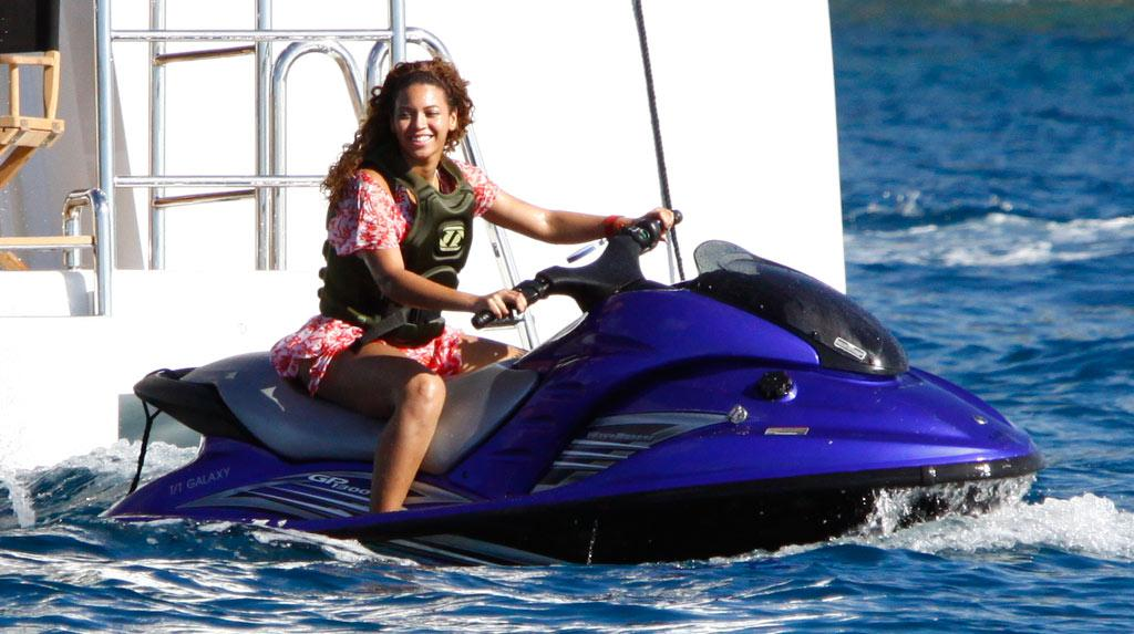 """St. Barts was the destination of choice for the jet set. Beyonce and Jay-Z spent the week frolicking on the Caribbean island. <a href=""""http://www.splashnewsonline.com/"""" target=""""new"""">Splash News</a> - December 31, 2008"""