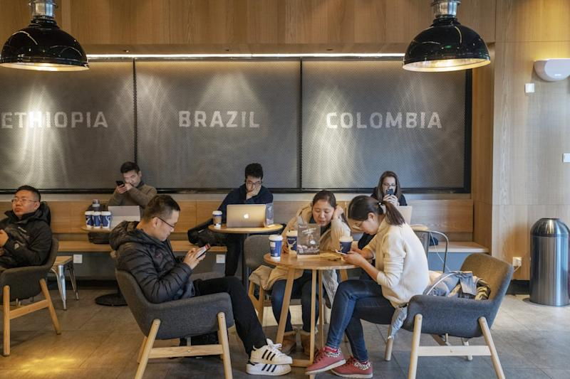 Burning Cash Is Strategy of Choice for China's Starbucks Rival