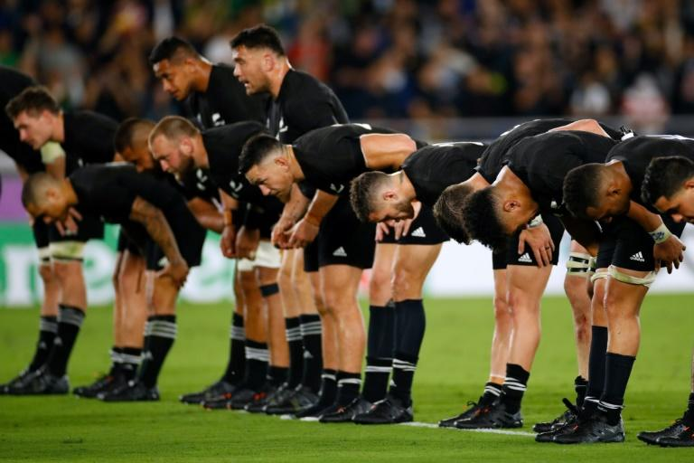 New Zealand bowed to the crowd, Japanese-style, after their win in Yokohama