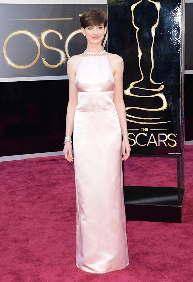 Anne Hathaway arrives at the Oscars in Hollywood, California, on February 24, 2013.