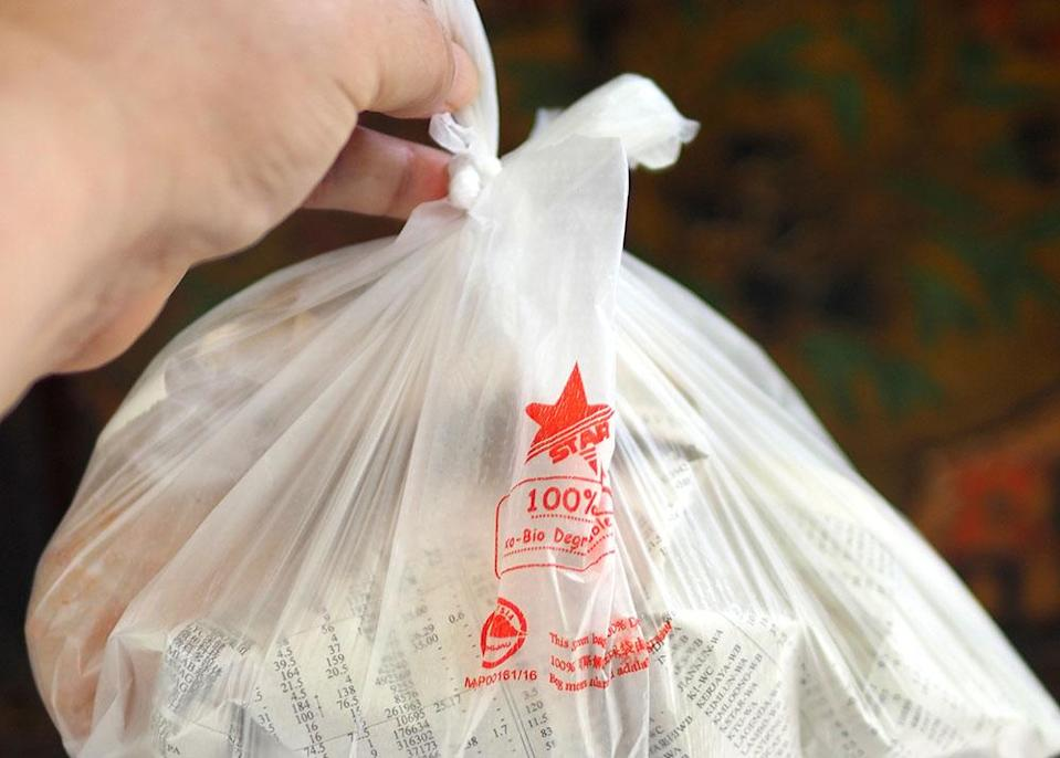 The takeaway is wrapped in plastic and newspaper which retains heat well as my chicken wings were still warm when they arrived.