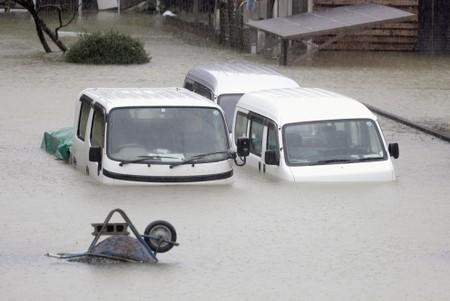 Fierce typhoon hits northern Japan after paralyzing Tokyo