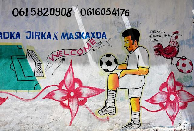<p>A mural depicting a soccer player is seen on a wall of a stadium in Hodan district of Mogadishu, Somalia, June 13, 2017. (Photo: Feisal Omar/Reuters) </p>