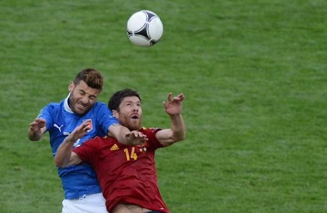 Italian midfielder Antonio Nocerino (L) vies with Spanish midfielder Xabi Alonso during the Euro 2012 championships football match Spain vs Italy on June 10, 2012 at the Gdansk Arena. The game ended in a draw 1-1. AFPPHOTO/ PATRIK STOLLARZPATRIK STOLLARZ/AFP/GettyImages