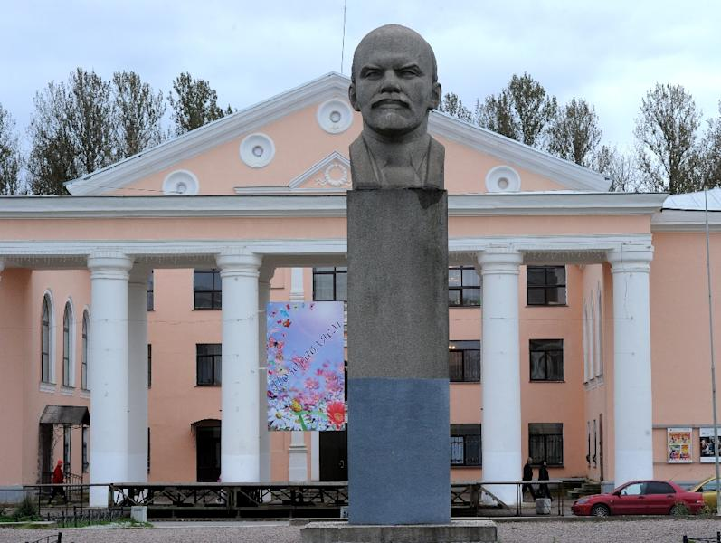 A Vladimir Lenin monument in central Pikalyovo, one of Russia's hundreds of factory towns hit by a crippling economic crisis (AFP Photo/Olga Maltseva)