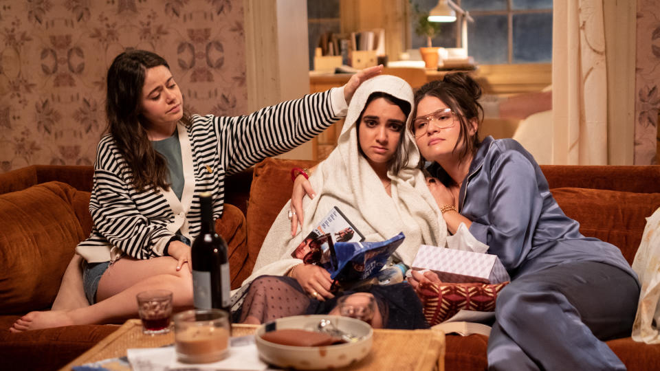 Amanda (Molly Gordon) and Nadine (Phillipa Soo) try to help Lucy (Geraldine Viswanathan) in 'The Broken Hearts Gallery'. (Credit: George Kraychyk/TriStar Pictures)