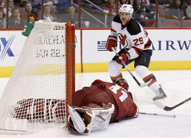 New Jersey Devils' Ryane Clowe (29) scores a goal against Phoenix Coyotes' Mike Smith, left, during the first period of an NHL hockey game on Saturday, Jan. 18, 2014, in Glendale, Ariz. (AP Photo/Ross D. Franklin)