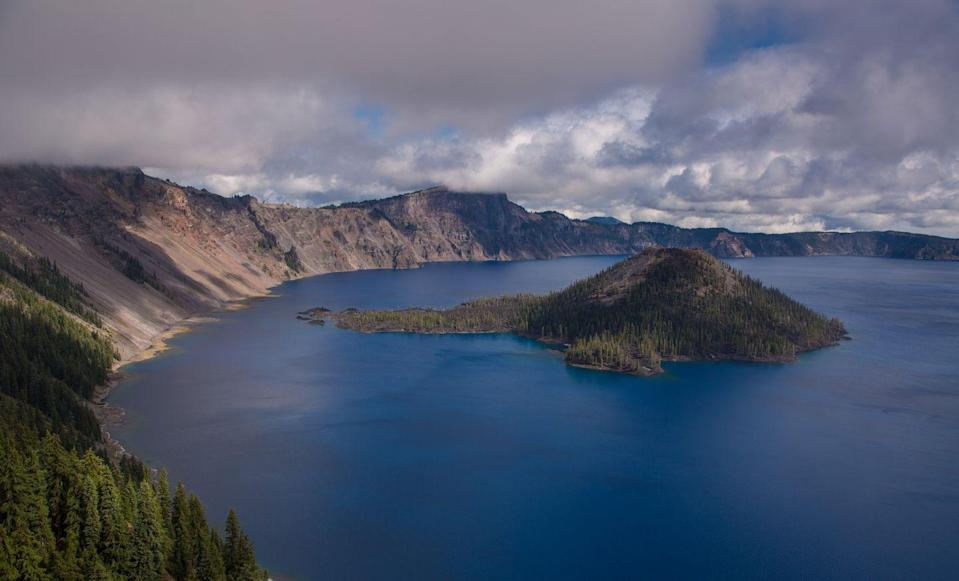 <p>The beautiful and calm water at Crater Lake National Park, Oregon // September 25, 2014</p>