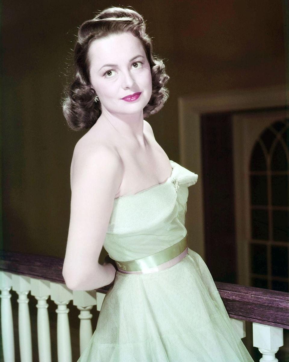 <p>Olivia wearing a glamorous ensemble in 1940.</p>