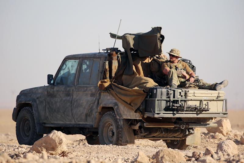 Western special forces, supporting the US-backed Kurdish-Arab forces, deploy on the frontline on November 6, 2016, as they launch an offensive on the Islamic State group's positions