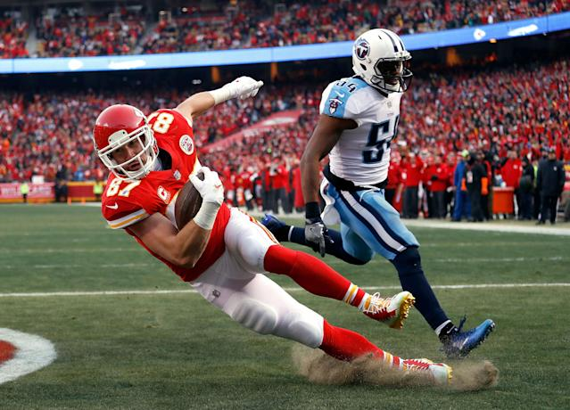 <p>Tight end Travis Kelce #87 of the Kansas City Chiefs catches a pass in the endzone for a touchdown as inside linebacker Avery Williamson #54 of the Tennessee Titans defends during the 1st quarter of the AFC Wild Card Playoff game at Arrowhead Stadium on January 6, 2018 in Kansas City, Missouri. (Photo by Jamie Squire/Getty Images) </p>