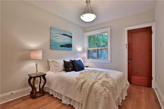 <p><span>37 Mayfield Ave., Toronto, Ont.</span><br> There are two bedrooms and two bathrooms in the home.<br> (Photo: Zoocasa) </p>
