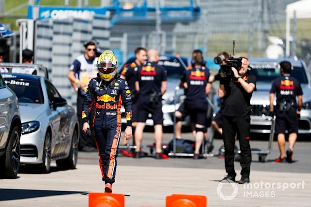 "Max Verstappen, Red Bull Racing después del accidente <span class=""copyright"">Zak Mauger / Motorsport Images</span>"