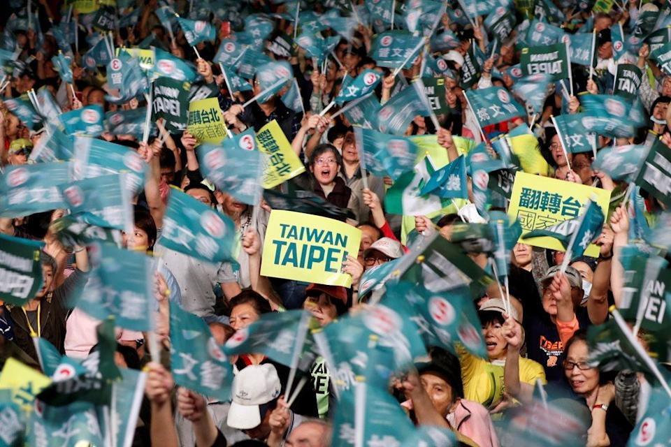 Supporters of the ruling Democratic Progressive Party (DPP) wave to candidates during a campaign rally for the local elections. Photo: Reuters