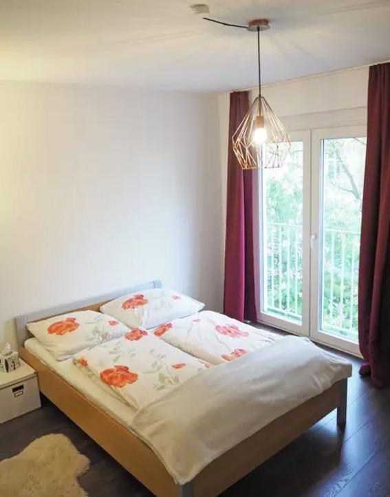 <p>The bedroom features floor-to-ceiling windows. (Airbnb) </p>