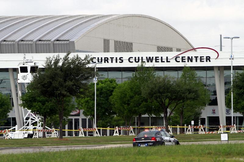 A Garland Police outside of the Curtis Culwell Center (AFP Photo/Ben Torres)