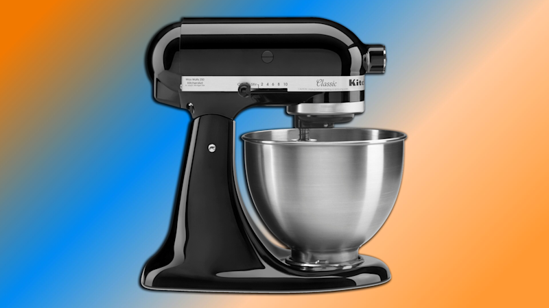 Mix it up with this stand mixer from KitchenAid. Now on sale for $200. (Photo: Amazon/Yahoo Lifestyle)
