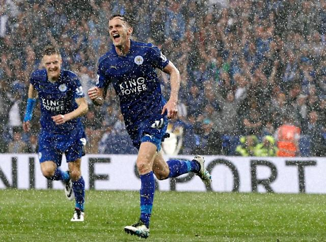 Leicester City's midfielder Andy King (R) celebrates after scoring on May 7, 2016 (AFP Photo/Adrian Dennis)