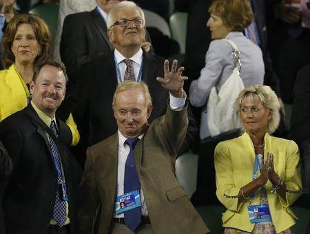 Tennis legend Rod Laver waves after the men's singles quarter-final tennis match between Andy Murray of Britain and Roger Federer of Switzerland at the Australian Open 2014 tennis tournament in Melbourne January 22, 2014. REUTERS/Bobby Yip