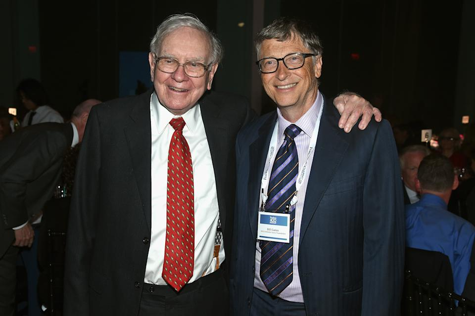 NEW YORK, NY - JUNE 03:  Warren Buffett (L) and Bill Gates attend the Forbes' 2015 Philanthropy Summit Awards Dinner on June 3, 2015 in New York City.  (Photo by Dimitrios Kambouris/Getty Images)