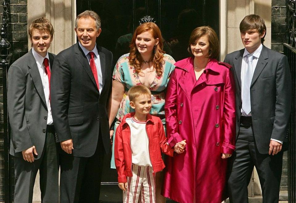 The Blair's farewell to the media on the steps of 10 Downing Street, in central London, 27 June 2007 (AFP/Getty Images)