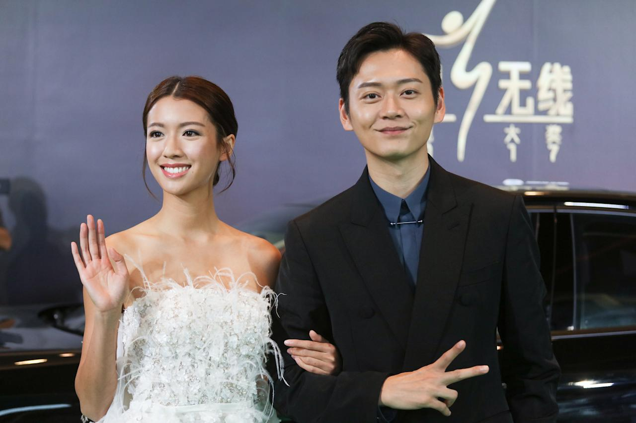 <p>Sisley Choi and Owen Cheung pose for photographers on the green carpet during their attendance at the StarHub TVB Awards 2017 at Marina Bay Sands Expo Hall. (Photo: Don Wong for Yahoo Lifestyle Singapore)</p>