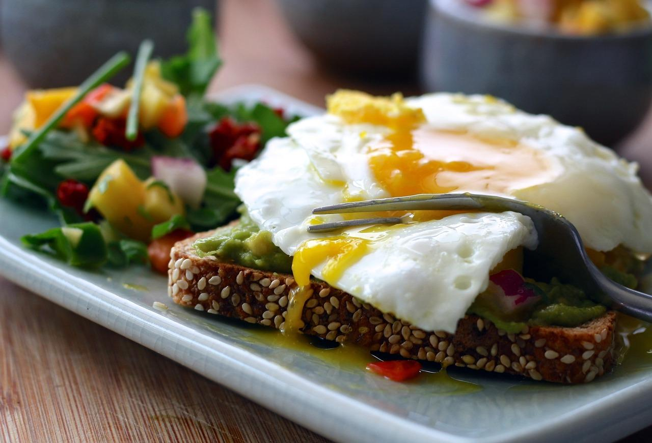 <p>Eating more protein may reduce your appetite and keep you from overeating by keeping you feeling full. </p>