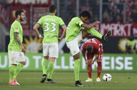 VfL Wolfsburg's Luiz Gustavo reacts after being shown a second yellow card by referee Felix Zwayer