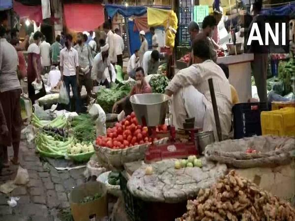 Daryaganj vegetable market on Sunday. (Photo/ANI)