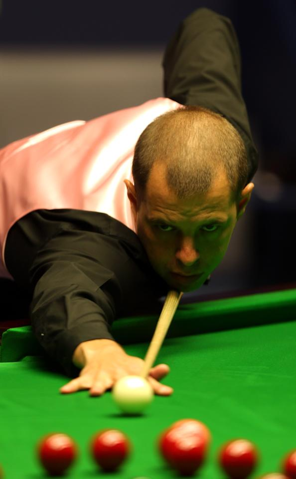SHEFFIELD, ENGLAND - MAY 05:  Barry Hawkins of England in action against Ronnie O'Sullivan of England during the final of the Betfair World Snooker Championship at the Crucible Theatre on May 5, 2013 in Sheffield, England.  (Photo by Warren Little/Getty Images)