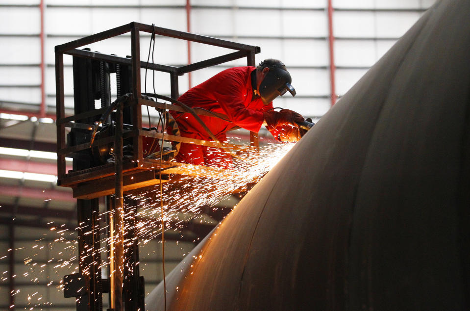 An welder works on a section of a Pelamis wave energy converter at their factory in Edinburgh, Scotland January 12, 2011. REUTERS/David Moir (BRITAIN - Tags: ENERGY BUSINESS SCI TECH)