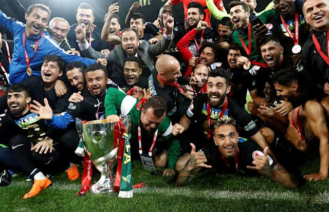 Soccer Football - Turkish Cup Final - Akhisarspor v Fenerbahce - Diyarbakir Stadium, Diyarbakir, Turkey - May 10, 2018 Akhisarspor players and staff celebrate winning the Turkish Cup Final with the trophy REUTERS/Murad Sezer TPX IMAGES OF THE DAY