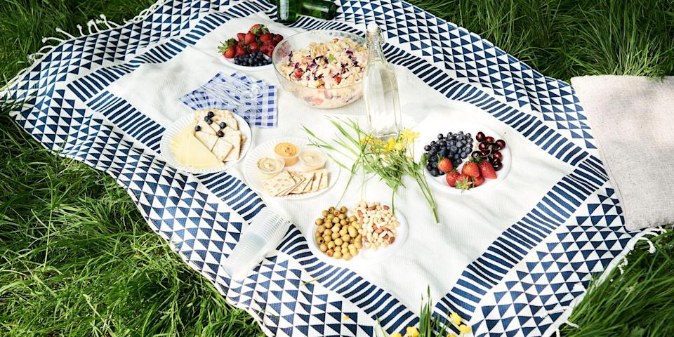 """<p>If you live for outdoor picnics, <a href=""""https://www.bestproducts.com/home/outdoor/g1576/lawn-games-for-adults/"""" rel=""""nofollow noopener"""" target=""""_blank"""" data-ylk=""""slk:playing in the grass"""" class=""""link rapid-noclick-resp"""">playing in the grass</a>, and taking advantage of everything that your local park has to offer, upgrading your outdoor blanket should be a no-brainer. With a good, waterproof outdoor blanket on hand, you can spread out pretty much anywhere you want without having to worry about patchy, prickly grass or a lawn that's damp with dew. </p><h3 class=""""body-h3"""">The Best Outdoor Blankets</h3><ul><li><strong>Best Overall:</strong> <a href=""""https://www.amazon.com/dp/B073WR4MQ8?tag=syn-yahoo-20&ascsubtag=%5Bartid%7C2089.g.36431025%5Bsrc%7Cyahoo-us"""" rel=""""nofollow noopener"""" target=""""_blank"""" data-ylk=""""slk:California Picnic Waterproof Picnic Blanket"""" class=""""link rapid-noclick-resp"""">California Picnic Waterproof Picnic Blanket</a></li><li><strong>Lightest Blanket:</strong> <a href=""""https://go.redirectingat.com?id=74968X1596630&url=https%3A%2F%2Fwww.rumpl.com%2Fproducts%2Foriginal-puffy-easy-rider&sref=https%3A%2F%2Fwww.bestproducts.com%2Fhome%2Fg36431025%2Fbest-outdoor-blankets%2F"""" rel=""""nofollow noopener"""" target=""""_blank"""" data-ylk=""""slk:Rumpl Original Puffy Blanket"""" class=""""link rapid-noclick-resp"""">Rumpl Original Puffy Blanket</a></li><li><strong>Best Cheap Blanket:</strong> <a href=""""https://www.amazon.com/dp/B06ZYKZYHM?tag=syn-yahoo-20&ascsubtag=%5Bartid%7C2089.g.36431025%5Bsrc%7Cyahoo-us"""" rel=""""nofollow noopener"""" target=""""_blank"""" data-ylk=""""slk:MIU COLOR Large Waterproof Outdoor Picnic Blanket"""" class=""""link rapid-noclick-resp"""">MIU COLOR Large Waterproof Outdoor Picnic Blanket</a></li><li><strong>Best for Pet Owners: </strong><a href=""""https://go.redirectingat.com?id=74968X1596630&url=https%3A%2F%2Fwww.yeti.com%2Fen_US%2Fgear%2Foutdoor-living%2Fblankets%2FYLOWB.html%3Favad%3D55097_e1f47f3c5&sref=https%3A%2F%2Fwww.bestproducts.com%2Fhome%2Fg36431025%2Fbest-outdoor-blanke"""