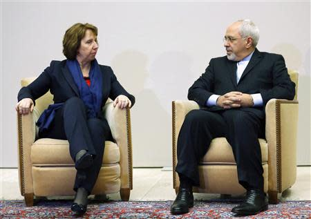 European Union foreign policy chief Catherine Ashton (L) talks with Iranian Foreign Minister Mohammad Javad Zarif during a photo opportunity before the start of three days of closed-door nuclear talks at the United Nations European headquarters in Geneva November 20, 2013. REUTERS/Denis Balibouse