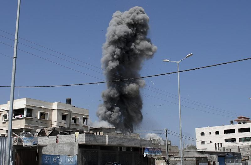 Smoke rises following an Israeli air strike on a Palestinian home in Gaza City on August 23, 2014 (AFP Photo/Thomas Coex)