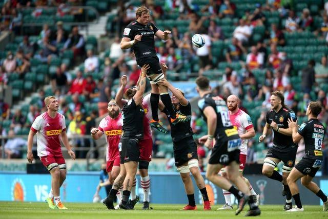 Harlequins and Exeter contest a lineout