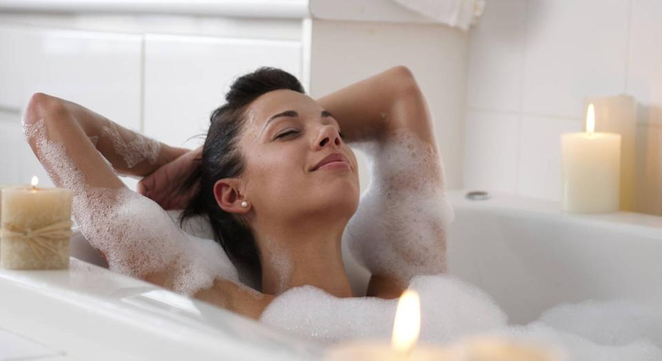 This £20 bath pillow is a game-change for long, relaxing baths. (Getty Images)