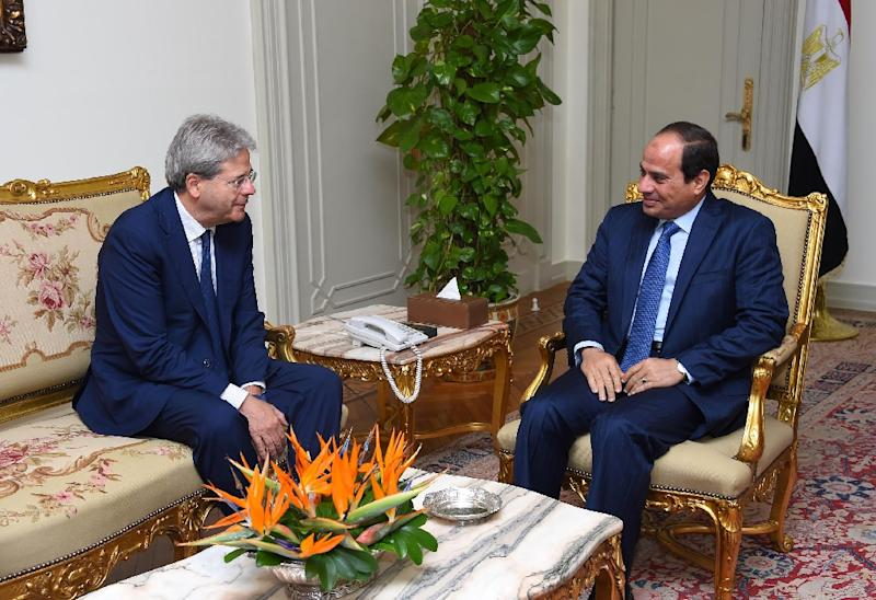 A picture released by the Egyptian Presidency on July 13, 2015, shows President Abdel Fattah al-Sisi (R) speaking with Italian Foreign Minister Paolo Gentiloni during a meeting in Cairo (AFP Photo/Mohamed Abdelmoaty)