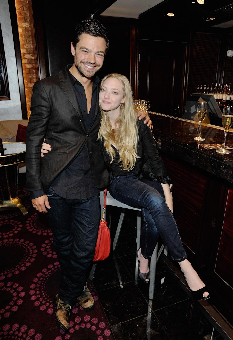 Dominic Cooper and Amanda Seyfried had a date night at a London movie premiere on April 21, 2009. (Photo: Jon Furniss/WireImage)