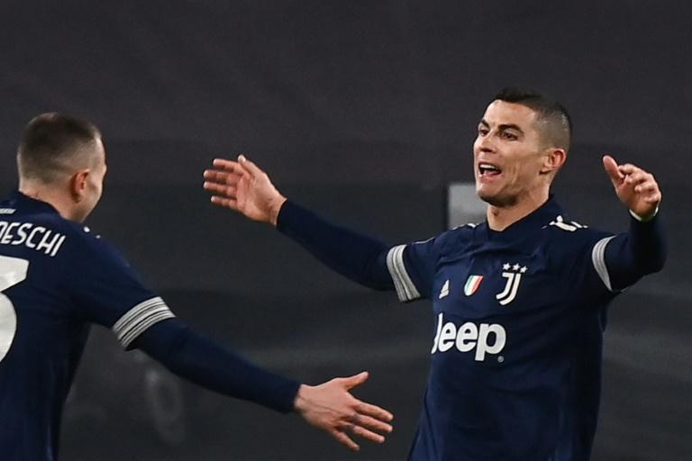 Juventus forward Cristiano Ronaldo (R) scored his 15th goal this season.