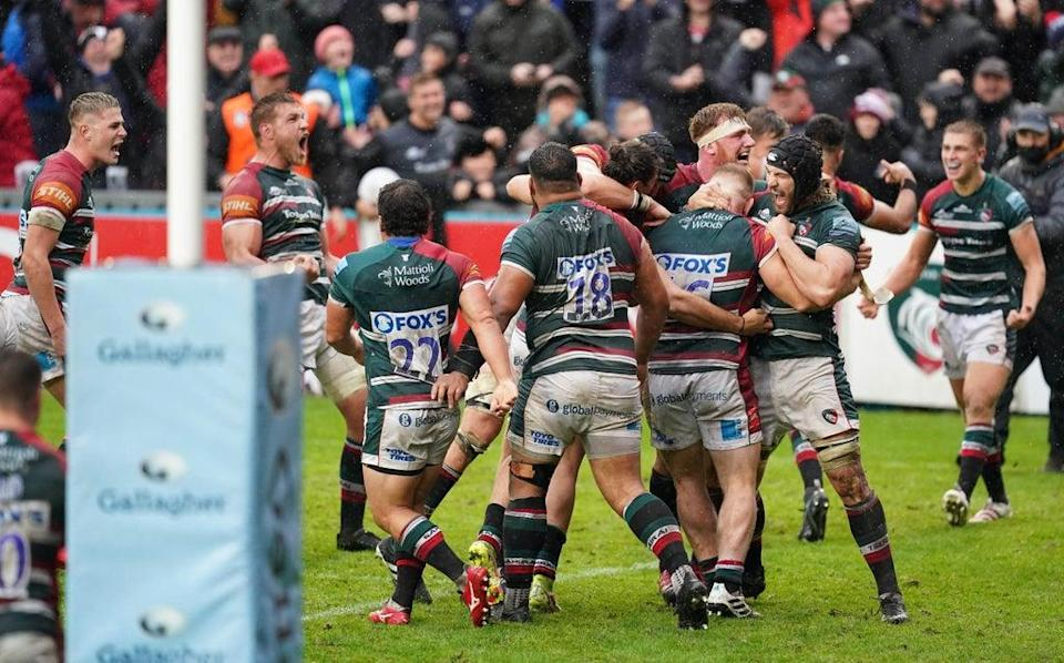 Leicester Tigers players celebrate after being awarded a penalty try to win the game (David Davies/PA) (PA Wire)