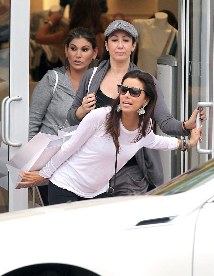 Though she was spotted arriving in the Florida city on Saturday with  boyfriend Eduardo Cruz (Penelope's little brother), he decided to sit  the shopping spree out. We're sure his friends would never let him live  it down if he missed the kickoff because he was at a women's clothing  boutique! (2/5/2012)