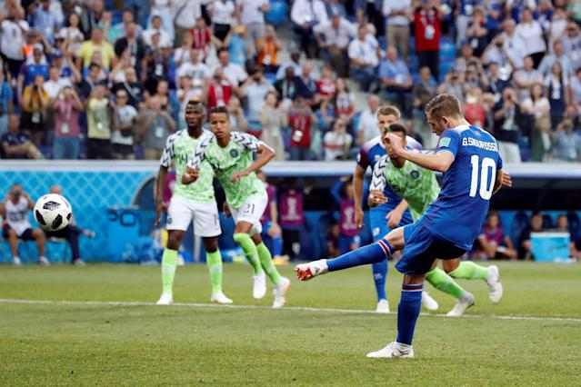 Soccer Football - World Cup - Group D - Nigeria vs Iceland - Volgograd Arena, Volgograd, Russia - June 22, 2018 Iceland's Gylfi Sigurdsson misses a chance to score from the penalty spot REUTERS/Jorge Silva