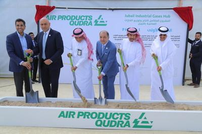 Pictured (from left): Abdulkarim Alghamdi, Vice President Power Systems Saudi Aramco; Dr. Samir Serhan, Chairman of Air Products Qudra and Executive Vice President for Air Products; H.E. Mustafa Al-Mahdi – CEO of the Royal Commission for Jubail & Yanbu; Seifi Ghasemi, Chairman, President and CEO for Air Products; H.E. Eng. Abdullah Al-Saadan, President Royal Commission Jubail & Yanbu; and Mohammad A. Abunayyan, Vice Chairman of Air Products Qudra and Chairman of Vision Invest & Qudra Energy
