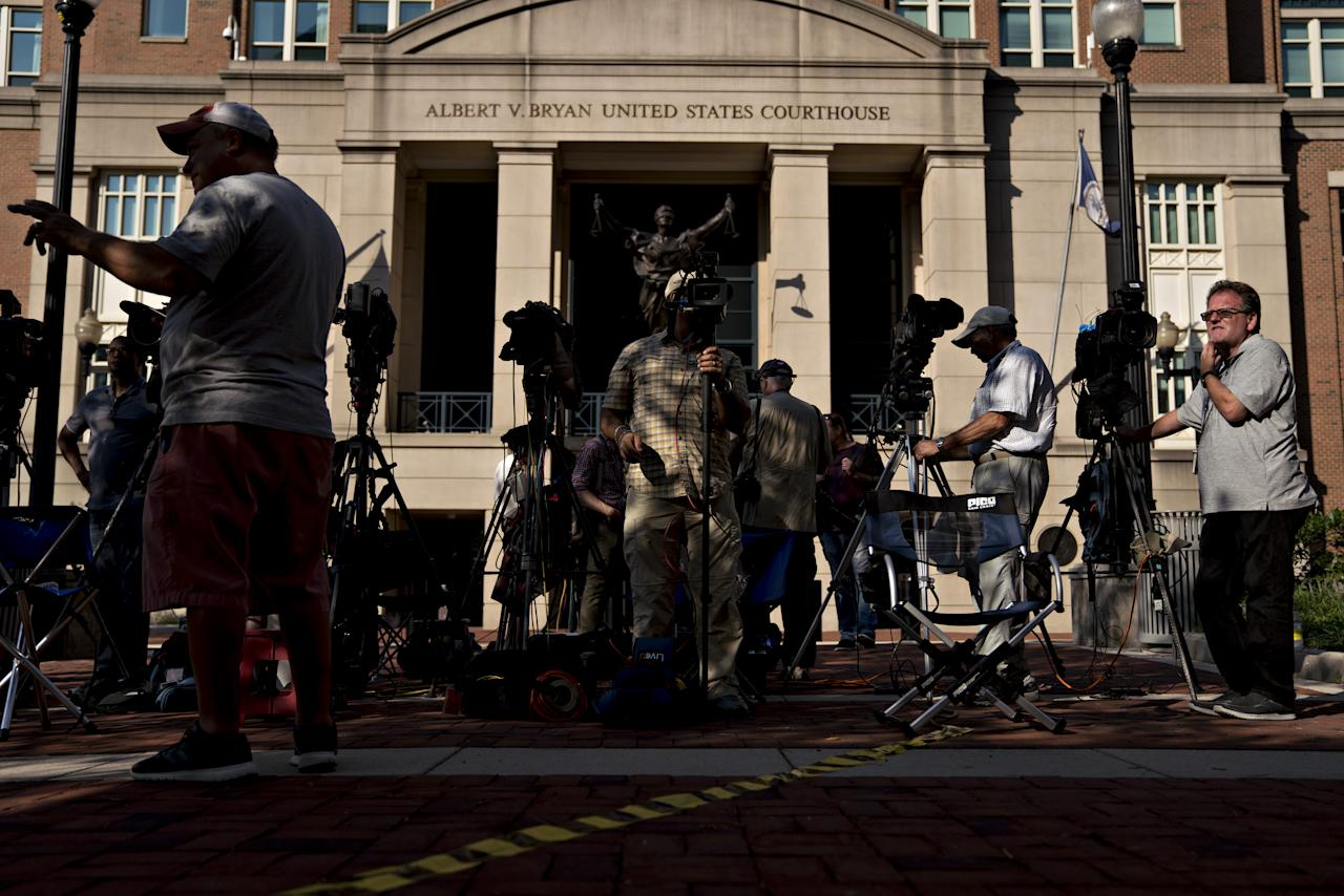 <p>Members of the media stand outside District Court in Alexandria, Va., on Wednesday, Aug. 15, 2018. (Photo: Andrew Harrer/Bloomberg via Getty Images) </p>