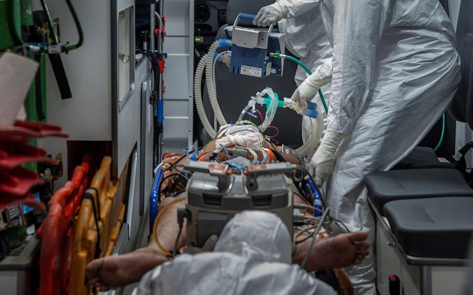 Workers of the Emergency Medical Care Service (SAMU) help people with Covid-19 in Salvador, capital of the state of Bahia, Brazil - Felipe Iruata/Shutterstock