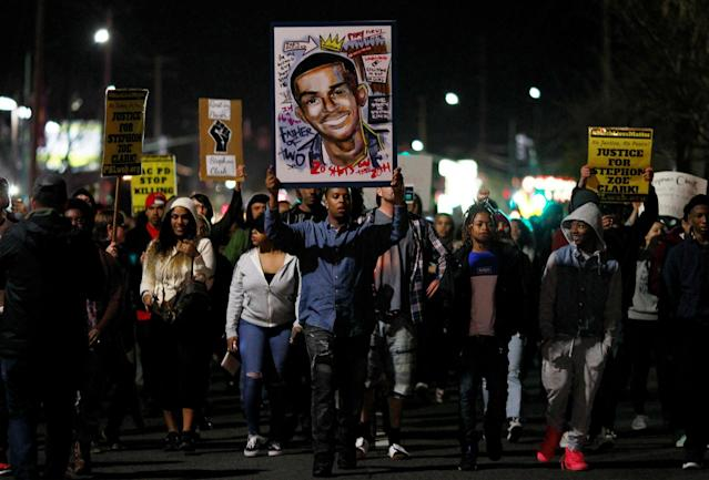 <p>Demonstrators march to protest the police shooting of Stephon Clark, in Sacramento, Calif., March 23, 2018. (Photo: Bob Strong/Reuters) </p>
